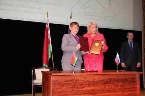 Алла Манилова, Ирина Дрига после подписания Договора между Министерствами культуры Российской Федерации и Республики Беларусь