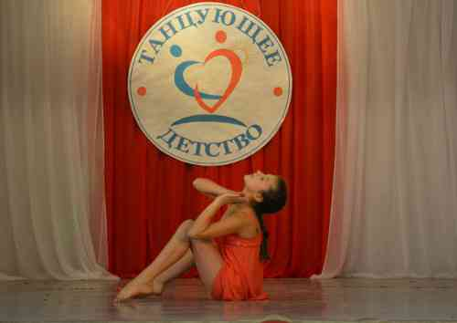 «Танцующее детство»